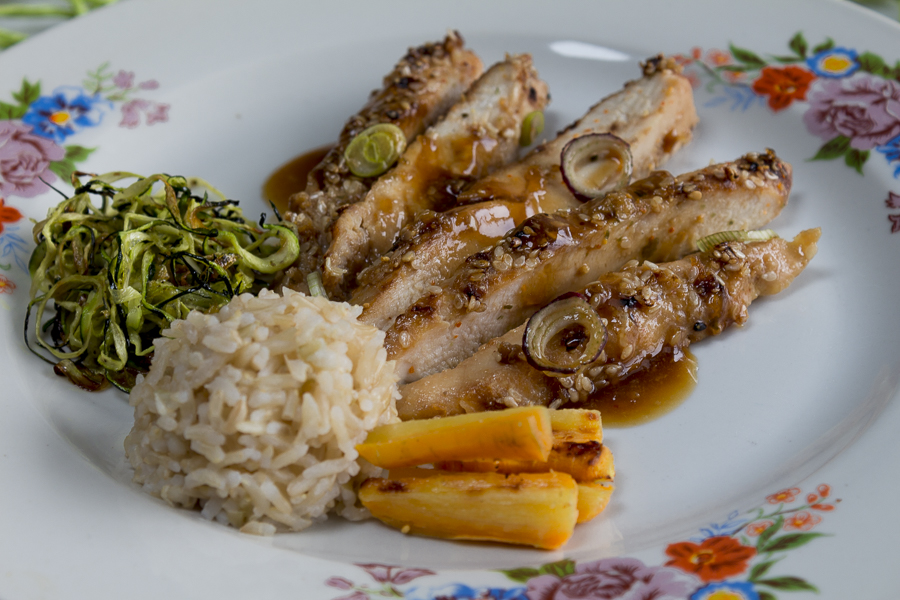 Serve the chicken with steamed rice, carrots and roasted zucchini - yum!
